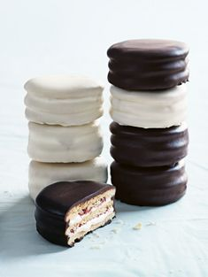 black and white wagon wheels https://www.donnahay.com.au/recipes/desserts-and-baking/black-and-white-wagon-wheels