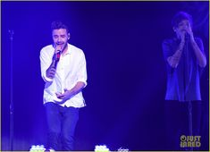 One Direction Go To 'Infinity' & Beyond at Jingle Ball LA 2015: Photo #901986. One Direction come together to take a bow on stage after their performance at 102.7 KIIS FM's 2015 Jingle Ball concert held at the Staples Center on Friday (December…