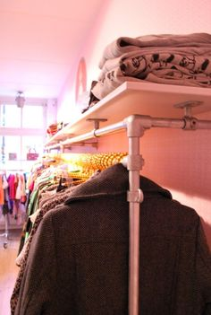 Pipe clothing racks with integrated shelf made with Kee Klamp Pipe Fittings. Love the idea of finding a new use for an everyday product. Clothing Displays, Clothing Racks, Pipe Clothes Rack, Easy Woodworking Ideas, Diy Pipe, Shop Fittings, My Pool, Pipe Furniture, Costume Shop