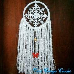 Filtro dos sonhos, com mandala feita em crochê. By Vovó Coruja Crochê.