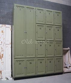 Lockerkast Numéro   Dit meubel is handgemaakt en -geschilderd en kan in vrijwel elke gewenste maat, indeling en RAL-kleur worden nabesteld bij www.old-basics.nl.
