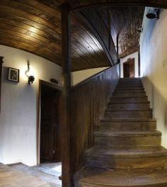 Bulgarian old  renovation house Интериора на къщата изцяло да пресъздава бита и духа на боженските традиции.
