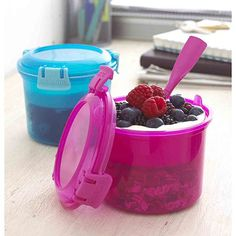 Have these, they're great for homemade yogurt/oats/fruit things to take to work. Bento Recipes, Healthy Recipes, Lunch Containers, Lunch Boxes, Back To School Lunch Ideas, Lunch Items, Travel Snacks, Prepped Lunches, Homemade Yogurt