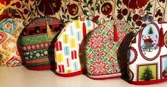 Εκπληκτικά χειροποίητα καλύμματα για την τσαγιέρα σας 100% βαμβάκι με εξαιρετική ποιότητα επενδύσεις double fast διπλής όψεως. Exceptional handmade Christmas Tea cosy cases with top quality material and padding reversible. Διαθέσιμες στο Tria-Aegina Vera Bradley Backpack, Arts And Crafts, Handmade, Hand Made, Art And Craft, Art Crafts, Handarbeit, Crafting