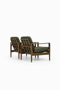Illum Wikkelsø easy chairs by Niels Eilersen at Studio Schalling