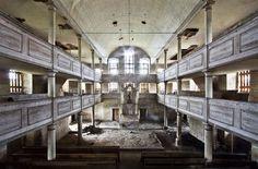 L'incanto della desolazione: viaggio nei luoghi abbandonati del mondo Roberto Conte chiesa in Polonia