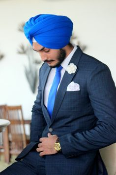 Hello Singh: Flash readers! Here is another post from our collaboration with TheBroCode and we could not miss a suit to feature a brand specialized in men's formal accessories. FlashMan Santwinder ...