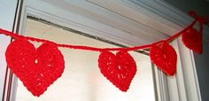 Crochet heart garland pattern. This would dress up any home or classroom for Valentine's Day this year. www.skiptomylou.org #heart #crochet #garland