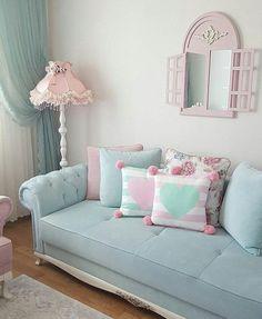 Aquele sofá que compõe muitas situacoes... Com seu toque vintage, pode ir desde de uma sala aconchegante e toda, até à um quarto jovem ou até mesmo naquele seu ambiente comercial que conversa com este estilo! #umacorprareluzirosolhos