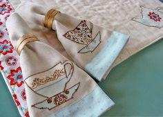 Tea Time Appliqué Napkins. Tutorial: http://sew4home.com/projects/kitchen-linens/871-tea-time-kitchen-applique-banded-linen-napkins