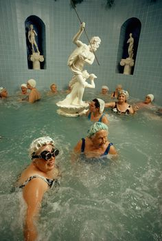 Women enjoy the benefits of a heated whirlpool in Saint Petersburg, Florida, by Jonathan Blair, National Geographic Looks like Neptune wants to harpoon an old lady Mode Editorials, Belle Photo, Art Inspo, Art Photography, Photography Aesthetic, In This Moment, Scene, Illustration, Petersburg Florida