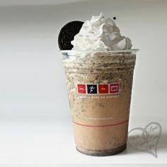 Copycat Dunkin Donuts Oreo Coolatta....this should really be pinned onto my dessert board,lol.