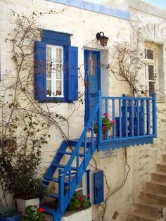 Secret Dreamlife': white house with blue doors and shutters