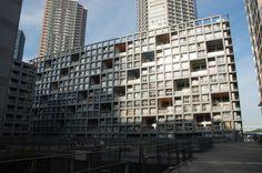 「mYwaYがある東雲キャナルコートCODANは日本を代表する建築家が建てた建物として有名です。建築ツアーの際にはmYwaYにも遊ぶに来てくださいね。*写真は伊東豊雄設計の建物です。 by ニョッキ #trico