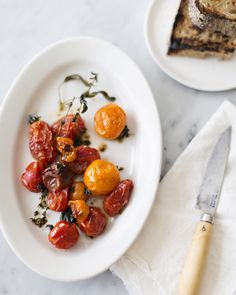 Lamenting Summers end with these blistered tomatoes that we made for the @ReynoldsKitchens Endless Table. one of many other delicious recipes created by fellow guests. #sponsored by sundaysuppers