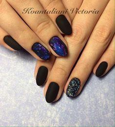 Гель лак на овальных ногтях, Дизайн черных матовых ногтей, Зимний маникюр 2017, Идеи матового маникюра, Космический маникюр, Маникюр на новый год 2017, Маникюр с бульонками, Матовый дизайн ногтей