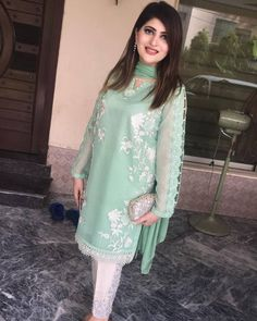 threadsand motifs Pakistani Fashion Party Wear, Pakistani Wedding Outfits, Pakistani Dresses, Beautiful Dresses, Nice Dresses, Formal Dresses, Eid Outfits, Kamiz, Mermaid Evening Dresses