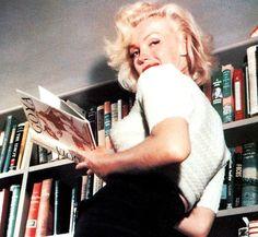 Happy Birthday to my favourite girl, Marilyn. Marilyn Monroe, Beautiful Person, Most Beautiful, Francisco Goya, Instagram Bio, Old Hollywood, Movie Stars, Bob, Celebrities