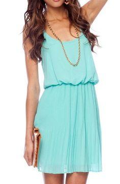 Para este martes propongo este bello vestido, siempre digo que lo sencillo es lo mas bonito :)