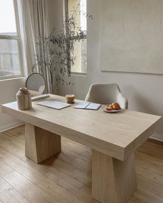 Emilee Osiowy (@emilee_laura) • Instagram photos and videos Modern Interior, Interior And Exterior, Oak Desk, Desk Set, Interior Design Inspiration, Office Decor, Office Inspo, Office Style, Home Furniture