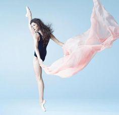 Melle Marie-Agnès Gillot, Danseuse Etoile du ballet de l'Opéra National de Paris Photogaphe : Christian Lartillot
