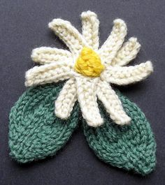 Corsage Flower And Leaves Knitting Pattern freebie, thanks so xox Leaf Knitting Pattern, Knitted Flower Pattern, Knitted Flowers, Crochet Motif, Knitting Stitches, Knitting Patterns Free, Knit Patterns, Free Knitting, Flower Patterns