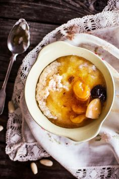 Riisipuuro ja sekahedelmäkeitto Rice Pudding Recipes, Soup Recipes, Vegetarian Recipes, Recipies, Christmas Desserts, Christmas Baking, Funky Fruit, Sweet Soup, Rice Porridge