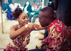 Joëlle+Claude's Congolese Wedding Traditional Dresses, Traditional Weddings, Cultural Crafts, African Culture, Bride Look, Young Couples, Black Models, Black People, African Fashion