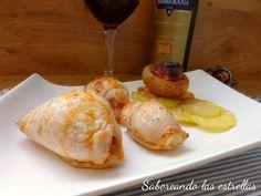Rollitos de pechuga con sobrasada con miel, piñones y queso camembert