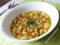 Receta de sopa de garbanzos y otras verduras. Muy nutritiva y fenomenal para comer caliente los días de frío.