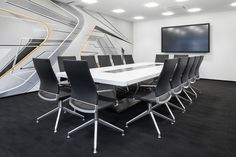 The Düsseldorf-based real estate company CODIC has furnished its conference area with new chairs and tables from Thonet. The 14 conference chairs S 96 with black leather cover and flat steel four-star base and the white conference table S 8002 create a clear, modern ambience.