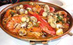 Cataplana de Marisco - for Father's Day Fish Recipes, Seafood Recipes, Cooking Recipes, Portuguese Recipes, Portuguese Food, Portuguese Seafood Stew Recipe, Best Dishes, Seafood Dishes, Soul Food