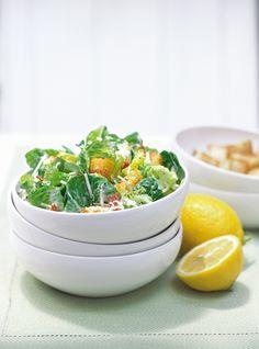 Salade César >https://www.ricardocuisine.com/recettes/4482-salade-cesar