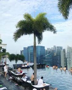 싱가포르의 랜드마크로 자리 잡은 하늘 위 수영장 세계에서 가장 큰 규모의 인피니티 풀을 보유한 #마리나베이샌즈 호텔입니다 얼마 전 JTBC 예능 프로그램 <뭉쳐야 뜬다> 멤버들이 방문해 환상적인 뷰로 화제를 모으기도 했죠! 에디터도 반한 곳. 57층 스카이 파크에서 내려다보는 도심과 오전 6시즈음 펼쳐지는 핑크빛 일출 또한 놓치지 마세요! via INSTYLE KOREA MAGAZINE OFFICIAL INSTAGRAM - Fashion Campaigns Haute Couture Advertising Editorial Photography Magazine Cover Designs Supermodels Runway Models