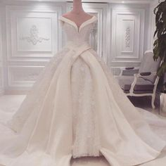 Jacy-kay-noiva-vestidos-spring-2016-fashionbride-site-dresses051. Looks like aurora's dress