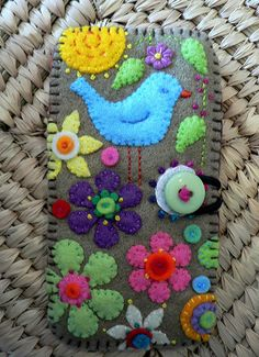 I just like the look of the stitched felt. embroidery felt cozy for ipod Felt Embroidery, Felt Applique, Fabric Crafts, Sewing Crafts, Crochet Phone Cases, Felted Wool Crafts, Art Textile, Felt Fabric, Felt Hearts
