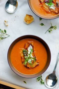 To brave the icy days we've been having in Dallas I made this delightful soup that will warm any belly -- a wondrous Roasted Tomato Soup. Roasted Tomato Soup, Tomato Soup Recipes, Easy Soup Recipes, Roasted Tomatoes, Good Healthy Recipes, Vegetarian Recipes, Free Recipes, Healthy Soups, Amazing Recipes