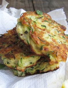 Zucchini & Ricotta Fritters with Feta, Dill and Lemon Vegetarian, savory pancakes Vegetable Recipes, Vegetarian Recipes, Cooking Recipes, Healthy Recipes, Recipes With Feta, Paleo Zucchini Recipes, Vegetarian Finger Food, Dill Recipes, Vegetarian Salad