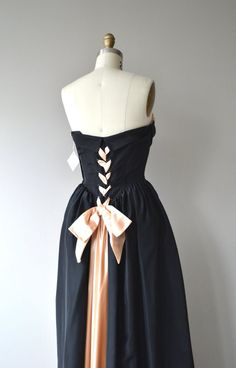 Vintage late 1940s, early 1950s black rayon taffeta dress with pale pink satin ruched & folded crumbcatcher bodice with corset boning, fitted waist, optional shoulder straps, wide satin laced back terminating in large bustle bow and metal side zipper. --- M E A S U R E M E N T S ---  fits like: xs bust: 32-33 waist: 25.5 hip: free length: 57.5 brand/maker: n/a condition: excellent  To ensure a good fit, please read the sizing guide: http://www.etsy.com/shop/D...