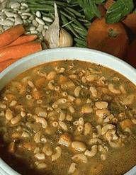 Recette Cyril Lignac - Soupe au pistou : Taillez en dés 200 g de courgettes, 200 g de céleri branche, 200 g de carottes et 200 g d¹oignons. Faites-les reveni...