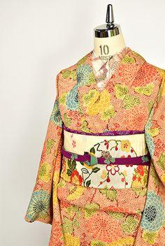 紅色入子菱八重菊美しい縮緬袷着物 - アンティーク着物・リサイクル着物のオンラインショップ 姉妹屋