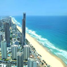 The Gold Coast is a beautiful beach paradise 1 hour south of Brisbane that is famous for sunshine and surfing. With 70 km of gorgeous… Gold Coast Queensland, Gold Coast Australia, Australia Beach, Victoria Australia, Western Australia, Cairns, Perth, Brisbane Beach, Places To Travel