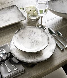 #FirstLook trendspotting at #LVMkt - Giuletta dinnerware from @arteitalica presents a subtle sketched floral pattern rendered in shades of gray. #CalmingColors