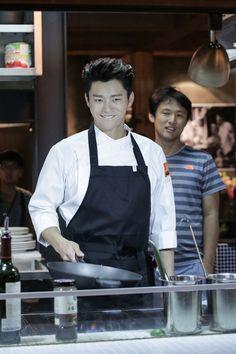 """ソ・イングク""""チャラ男シェフ""""を見事に演じきって、ドヤ顔! 「ああ、私の幽霊さま」DVD SET2メイキング映像の一部を公開 - DRAMA - 韓流・韓国芸能ニュースはKstyle"""