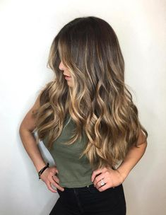 Balayage hair will refresh your look and fix some flaws in the appearance. Find out what balayage highlights will suit your hair length, type and texture. Balayage Long Hair, Brown To Blonde Balayage, Honey Balayage, Bronde Balayage, Hair Color Balayage, Balayage Hairstyle, Bayalage Brunette, Sunkissed Hair Brunette, Color Highlights