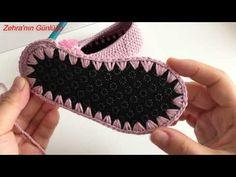 Hazır tabanlı bebek patiği yapımı How should the right shoe choice be? Booties Crochet, Crochet Baby Booties, Crochet Slippers, Crochet Cushion Cover, Crochet Cushions, Crochet Videos, Sleeve Designs, Crochet For Kids, Leather Material