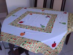 Toalha de mesa com aplique de frutas