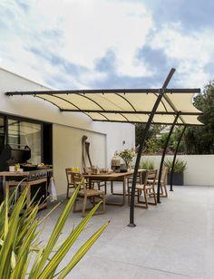 AKI Bricolaje, jardinería y decoración.  Pérgola jardín SIDNEY 3,5X4  Pérgola de pared.  Estructura en color negro y toldo crudo.