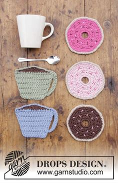 Breakfast Doughnuts / DROPS Extra 0-1383 - Crocheted coasters with cup and doughnut. Piece is crocheted in DROPS Paris.