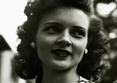 Betty White, age 22 So I realize it might not make sense if you just look at the picture but I admire Betty White so much. She has lived her life to the fullest and keeps on going at it and has the BEST sense of humor! Golden Age Of Hollywood, Old Hollywood, Hollywood Glamour, Classic Hollywood, Betty White Age, Old Movie Stars, White Picture, Golden Girls, Old Movies